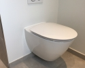 wall-hung toilet bowl with built-in cistern / væghængt toilet med indbygget cisterne
