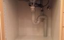 plumbing in kitchen cabinet with plenty of space for buckets / vvs i køkkenskab udført med god plads til spand